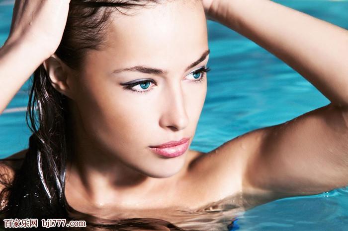 水中比基尼美女